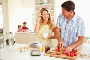 Домашние обязанности в семье: несколько творческих идей, как привлечь мужа и детей к домашней работе