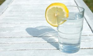 лимон с водой натощак, фото