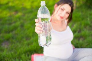 пить воду во время беременности, картинка