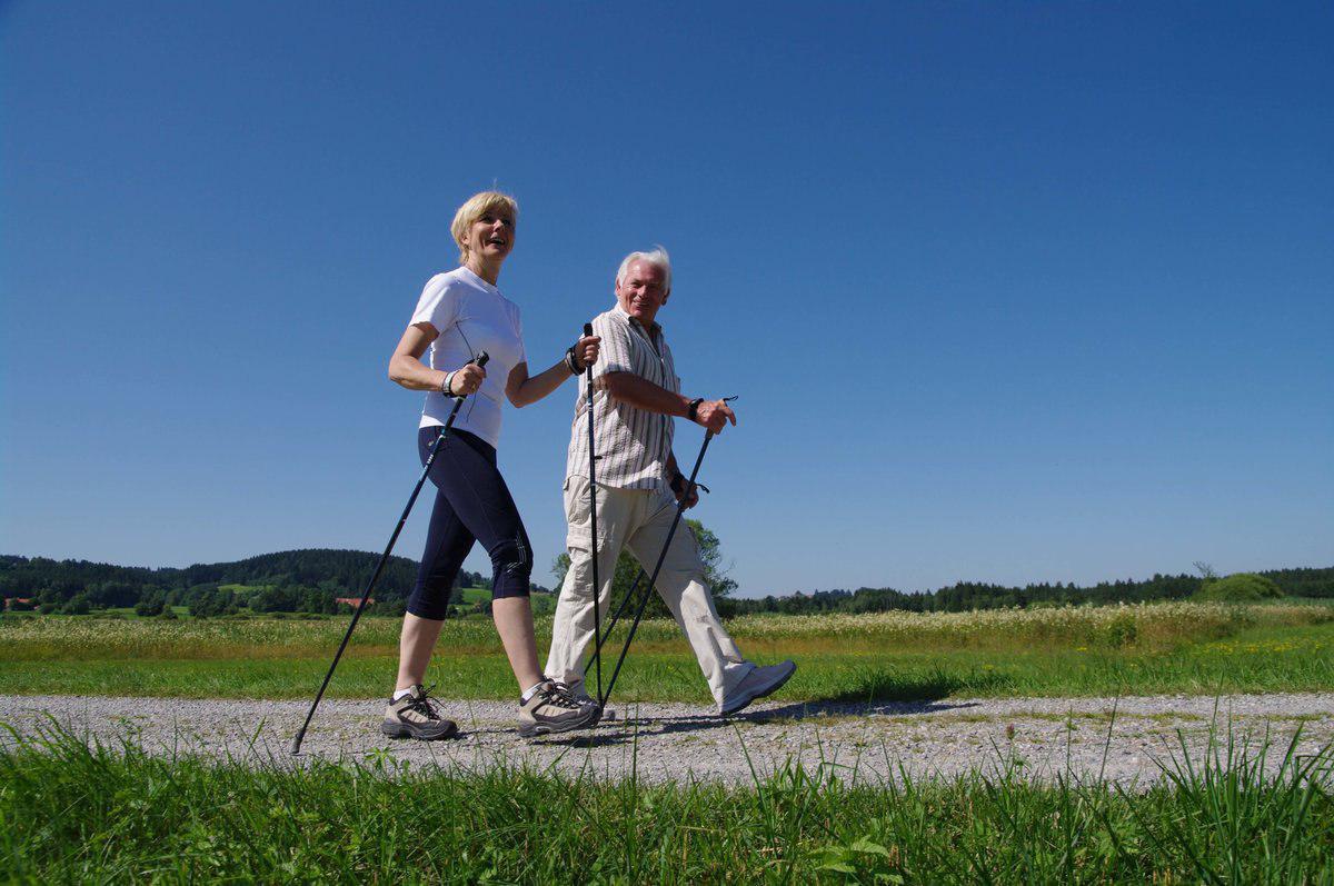 Упражнения со скандинавскими палками