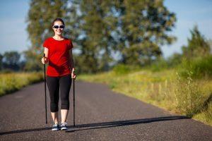 скандинавская ходьба как профилактика варикозе вен на ногах , картинка