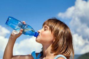 сколько нужно пить воды подростку, фото