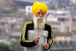 Фауджа Синх, старейший бегун, картинка