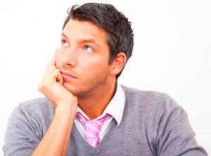 мужчина обдумывает результаты теста  Дембо Рубинштейна на самооценку,  картинка