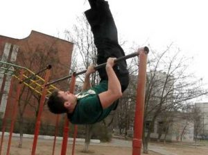 how to learn how to make a climb with a coup on the horizontal bar, photo
