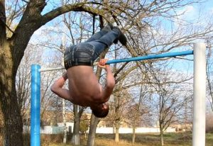how to learn how to make a climb with a coup on the horizontal bar from scratch, picture