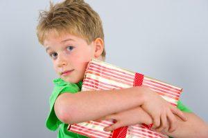 что подарить ребенку на 8 лет, фото