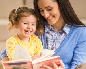 читать ребенку книгу, картинка