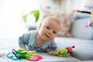 как развить ребенка в 6 месяцев, картинка