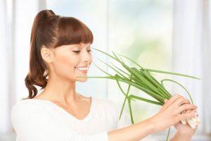 польза зеленого лука для женщины, картинка