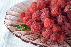 польза малины для здоровья женщины, картинка